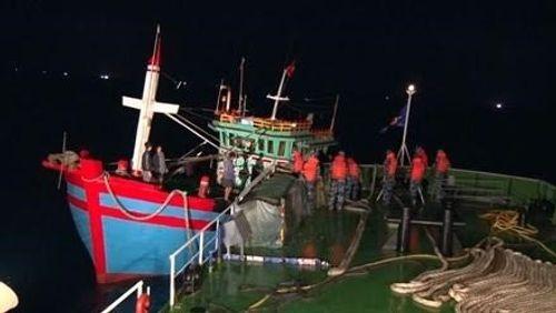 Hải Phòng: Cảnh sát biển cứu thành công 6 ngư dân gặp nạn - Ảnh 1