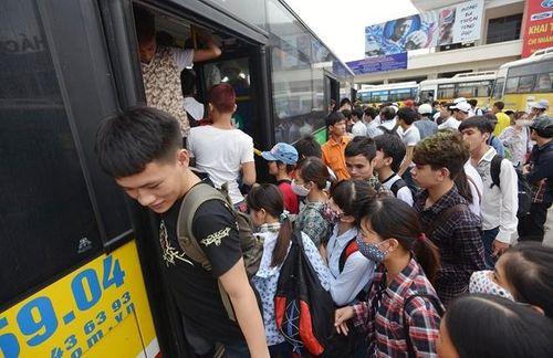 Xe buýt 2 tầng ở Hà Nội tiềm ẩn nhiều nguy cơ - Ảnh 1