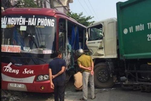 Hà Nội: Xe môi trường tông liên hoàn, 1 người chết, 5 người nhập viện - Ảnh 2