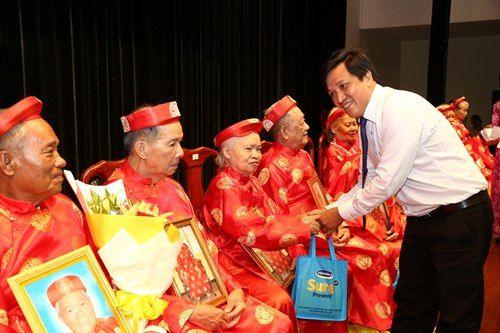 Vinamilk đồng hành tổ chức lễ mừng thọ và chăm sóc sức khỏe người cao tuổi - Ảnh 3