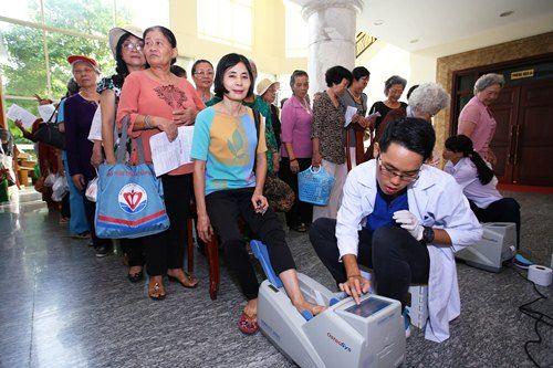 Vinamilk đồng hành tổ chức lễ mừng thọ và chăm sóc sức khỏe người cao tuổi - Ảnh 4