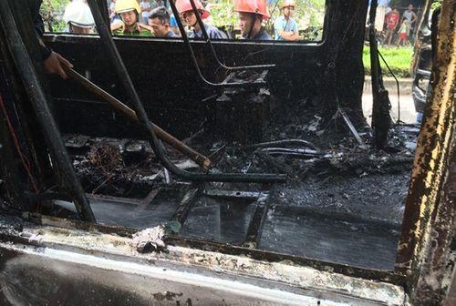 Xe buýt phát nổ, bốc cháy dữ dội trên đường Hà Nội - Ảnh 2