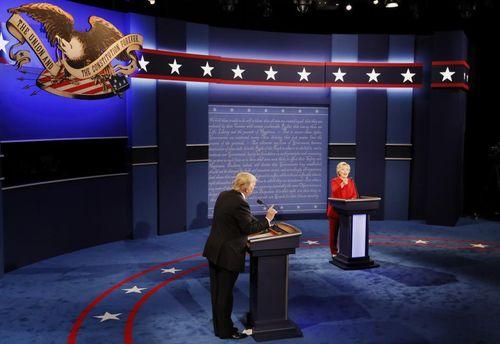 Hillary Clinton và Donald Trump bắt đầu tranh luận trực tiếp - Ảnh 1
