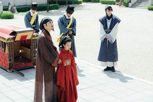 Người tình ánh trăng tập 14: Không phải IU, đây mới là người làm vợ Lee Jun Ki - Ảnh 3