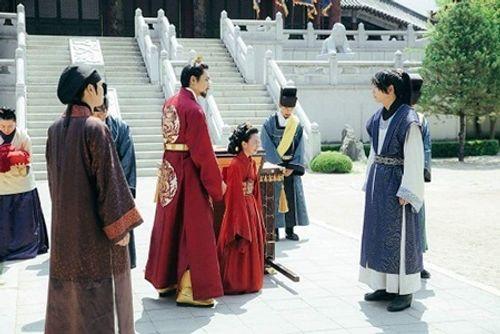 Người tình ánh trăng tập 14: Không phải IU, đây mới là người làm vợ Lee Jun Ki - Ảnh 4