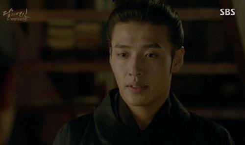"""Người tình ánh trăng tập 15: Lee Jun Ki trở thành """"chó săn"""", bị ép giết em trai - Ảnh 3"""