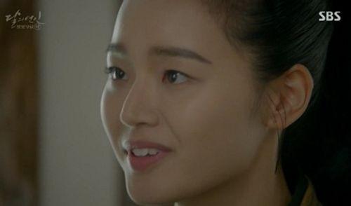 """Người tình ánh trăng tập 15: Lee Jun Ki trở thành """"chó săn"""", bị ép giết em trai - Ảnh 6"""