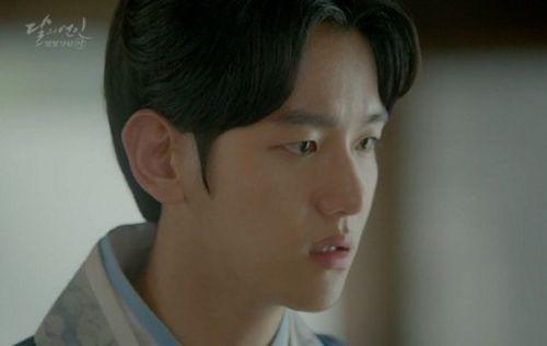"""Người tình ánh trăng tập 15: Lee Jun Ki trở thành """"chó săn"""", bị ép giết em trai - Ảnh 7"""