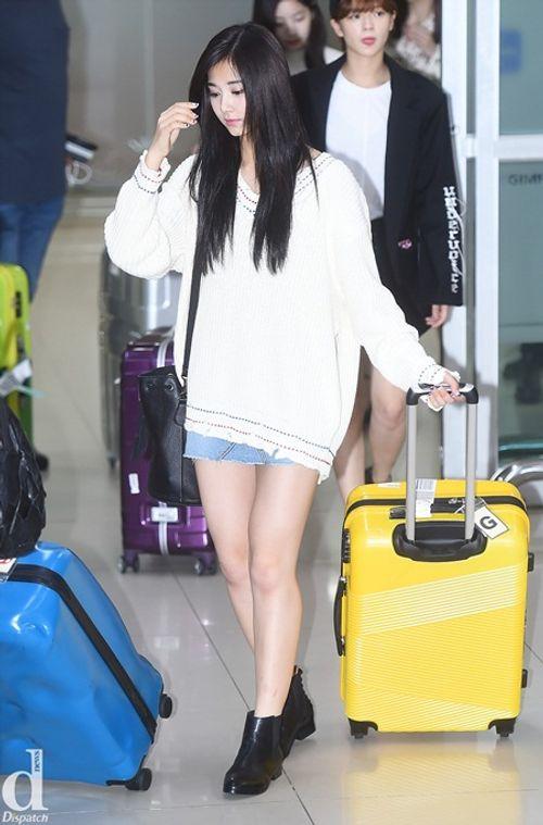 Áo len và váy ngắn - thời trang thu hoàn hảo của idol nữ xứ Hàn - Ảnh 2