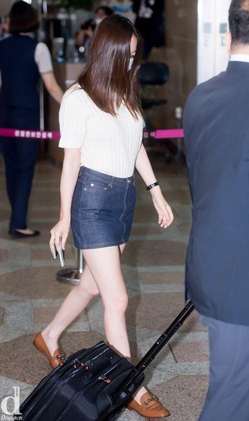 Áo len và váy ngắn - thời trang thu hoàn hảo của idol nữ xứ Hàn - Ảnh 6
