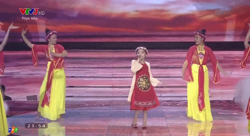 Giọng hát Việt nhí 2016 liveshow 5: Gia Quý, Thảo Nguyên, Khánh Ngọc dừng bước - Ảnh 14