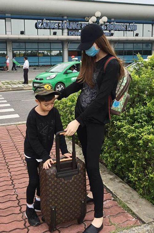 Hà Hồ đưa con trai về quê Quảng Bình cứu trợ dân vùng lũ - Ảnh 3