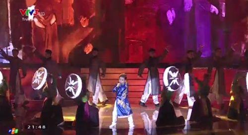 Chung kết Giọng hát Việt nhí 2016: Trịnh Nhật Minh giành ngôi quán quân - Ảnh 13
