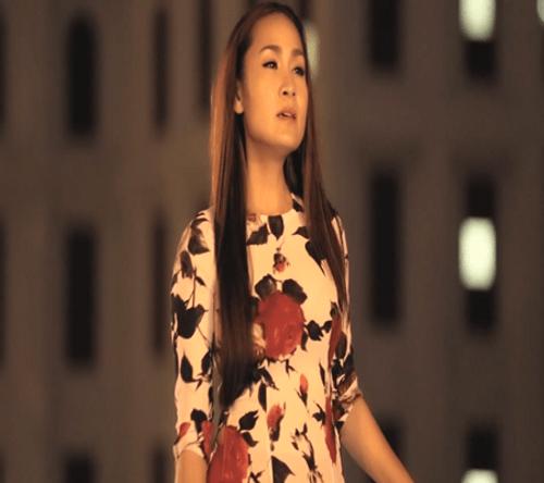 """Vì nghèo nên Giáng Tiên lại bị phụ tình trong MV """"Nửa đêm ngoài phố"""" - Ảnh 1"""