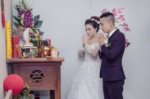 """Mỹ nhân """"lẳng lơ"""" nhất màn ảnh Việt cưới lần 4 với chú rể kém tuổi - Ảnh 1"""