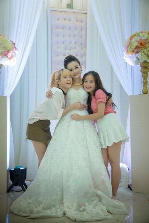 """Mỹ nhân """"lẳng lơ"""" nhất màn ảnh Việt cưới lần 4 với chú rể kém tuổi - Ảnh 4"""