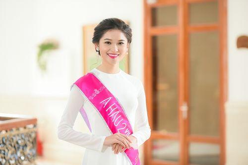 """Á hậu Thùy Dung: Không lướt facebook, thích mặc đồ cũ và """"còn ế dài dài""""... - Ảnh 1"""