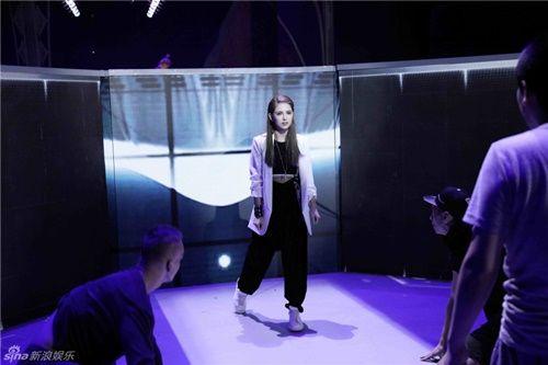 Vợ Châu Kiệt Luân khí chất lạnh lùng trở lại sàn catwalk - Ảnh 1