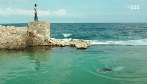 """Huyền thoại biển xanh tập 1: Lee Min Ho """"cạn lời"""" vì độ """"điên"""" của Jun Ji Hyun - Ảnh 9"""