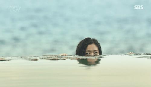 """Huyền thoại biển xanh tập 1: Lee Min Ho """"cạn lời"""" vì độ """"điên"""" của Jun Ji Hyun - Ảnh 10"""
