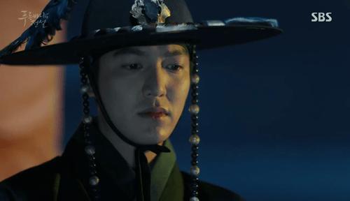 """Huyền thoại biển xanh tập 1: Lee Min Ho """"cạn lời"""" vì độ """"điên"""" của Jun Ji Hyun - Ảnh 3"""