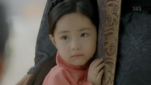 Người tình ánh trăng tập cuối: IU sinh con cho Lee Jun Ki, trở lại thời hiện đại - Ảnh 10