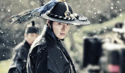 """""""Huyền thoại biển xanh"""" tiết lộ hình ảnh Lee Min Ho mặc cổ trang chiến đấu - Ảnh 1"""