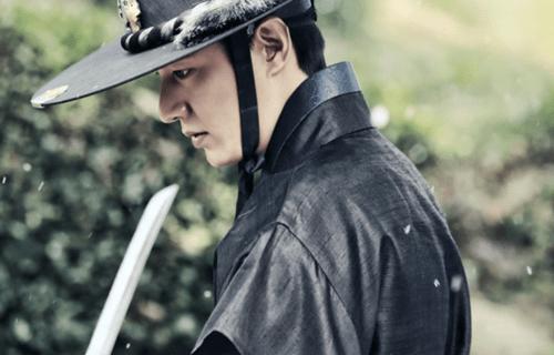 """""""Huyền thoại biển xanh"""" tiết lộ hình ảnh Lee Min Ho mặc cổ trang chiến đấu - Ảnh 4"""