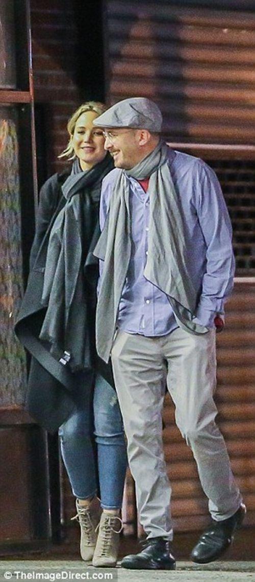 """Jennifer Lawrence quấn quýt """"khóa môi"""" đạo diễn 47 tuổi trên phố - Ảnh 4"""
