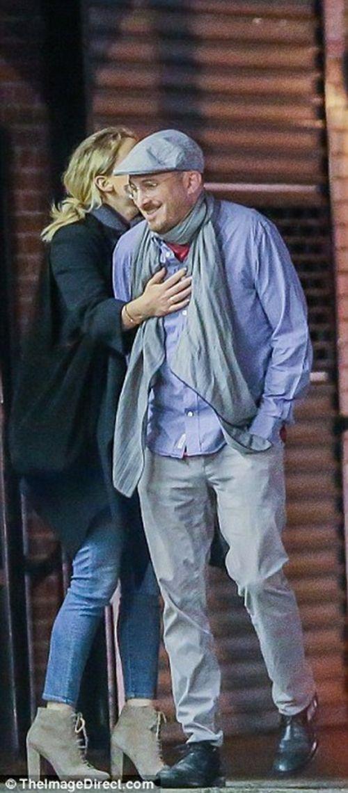 """Jennifer Lawrence quấn quýt """"khóa môi"""" đạo diễn 47 tuổi trên phố - Ảnh 5"""