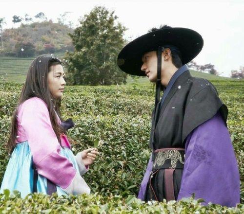 Huyền thoại biển xanh tập 5: Jun Ji Hyun cắn tình địch, gặp tai nạn lúc hẹn hò - Ảnh 9