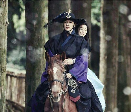 Huyền thoại biển xanh tập 5: Jun Ji Hyun cắn tình địch, gặp tai nạn lúc hẹn hò - Ảnh 10