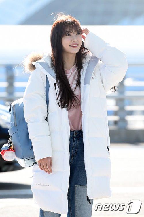 Taeyeon, Kim Yoo Jung đẹp tựa thiên thần tại sân bay đi dự MAMA 2016 - Ảnh 11