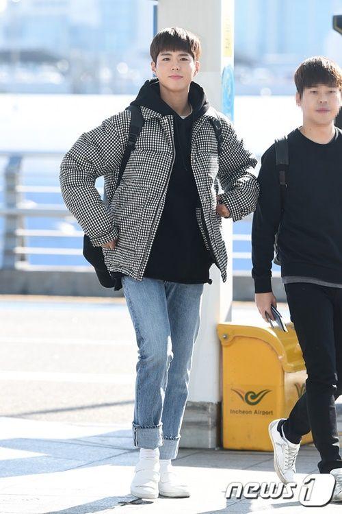 Taeyeon, Kim Yoo Jung đẹp tựa thiên thần tại sân bay đi dự MAMA 2016 - Ảnh 13