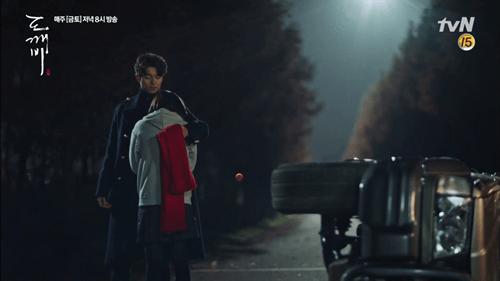 """""""Goblin"""" tập 3 bùng nổ tỷ lệ người xem, Gong Yoo nhận hơn 50 lời mời quảng cáo - Ảnh 2"""