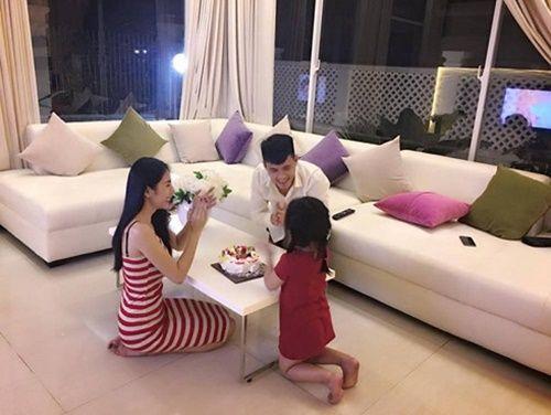 Công Vinh đón sinh nhật bên Thủy Tiên và con gái sau tuyên bố giải nghệ - Ảnh 3