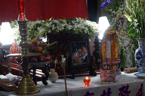Hoàng Yến Chibi, Nam Cường bật khóc nức nở trước linh cữu NSƯT Quang Lý - Ảnh 1