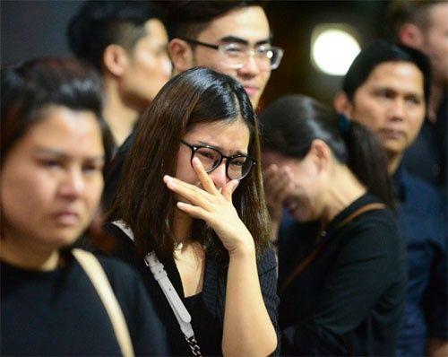 Hoàng Yến Chibi, Nam Cường bật khóc nức nở trước linh cữu NSƯT Quang Lý - Ảnh 2