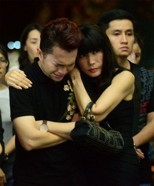 Hoàng Yến Chibi, Nam Cường bật khóc nức nở trước linh cữu NSƯT Quang Lý - Ảnh 3