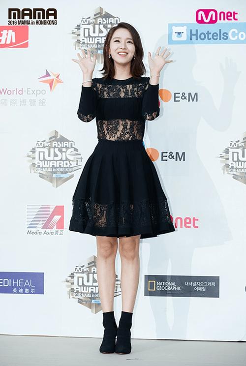 Dàn mỹ nam mỹ nữ xứ Hàn tỏa sáng trên thảm đỏ MAMA 2016 - Ảnh 9