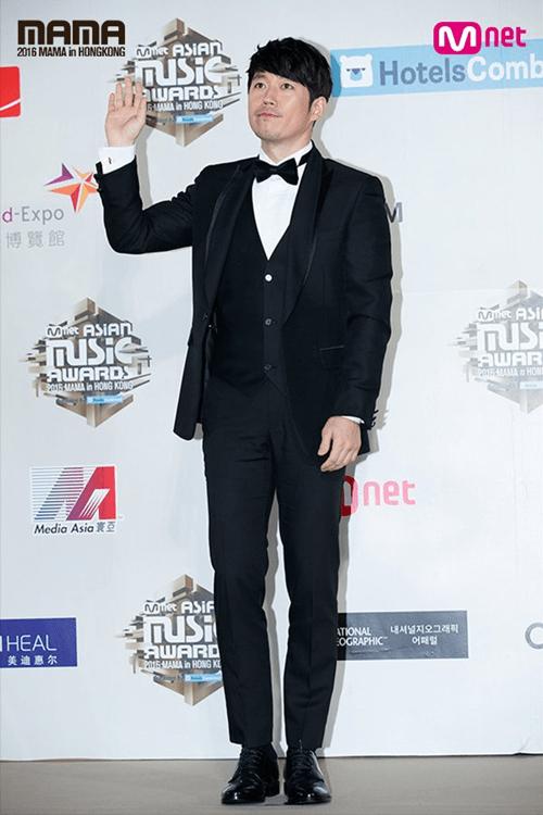Dàn mỹ nam mỹ nữ xứ Hàn tỏa sáng trên thảm đỏ MAMA 2016 - Ảnh 24