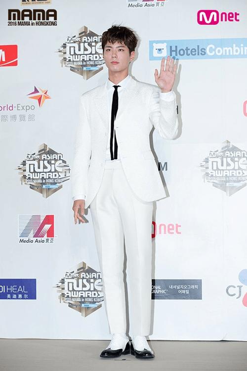 Dàn mỹ nam mỹ nữ xứ Hàn tỏa sáng trên thảm đỏ MAMA 2016 - Ảnh 23