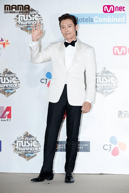 Dàn mỹ nam mỹ nữ xứ Hàn tỏa sáng trên thảm đỏ MAMA 2016 - Ảnh 16