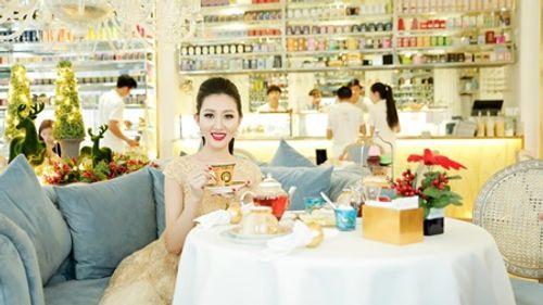 Hoa hậu Huỳnh Thúy Anh một mình cafe ngày cuối tuần - Ảnh 6