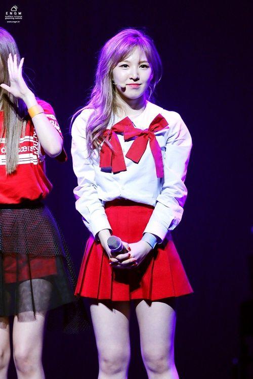 """Idol Kpop đang """"mê mệt"""" với xu hướng thời trang cực dễ thương này - Ảnh 1"""