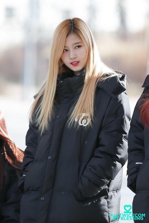 Loạt ảnh cho thấy Sana (TWICE) là idol có thời trang mùa đông chuẩn nhất Kpop - Ảnh 1