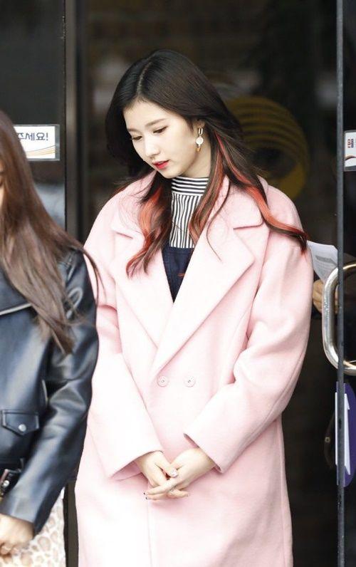 Loạt ảnh cho thấy Sana (TWICE) là idol có thời trang mùa đông chuẩn nhất Kpop - Ảnh 12