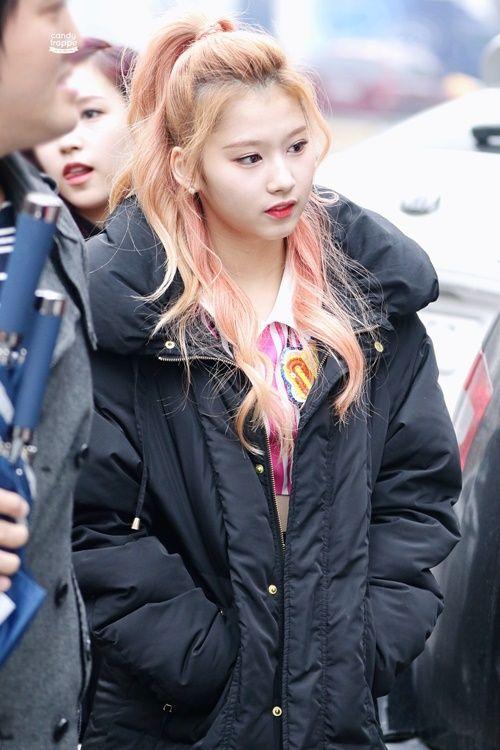 Loạt ảnh cho thấy Sana (TWICE) là idol có thời trang mùa đông chuẩn nhất Kpop - Ảnh 6