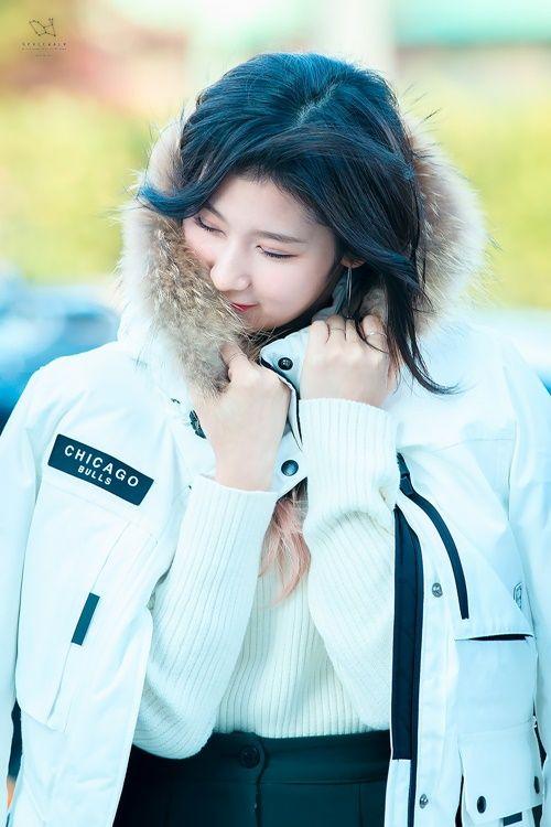 Loạt ảnh cho thấy Sana (TWICE) là idol có thời trang mùa đông chuẩn nhất Kpop - Ảnh 3