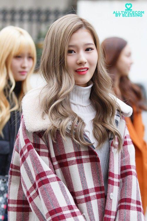 Loạt ảnh cho thấy Sana (TWICE) là idol có thời trang mùa đông chuẩn nhất Kpop - Ảnh 8